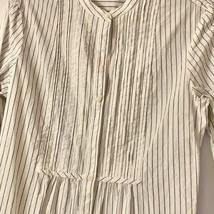 GAP  cotton bid front tuxedo style pinstripe shirt